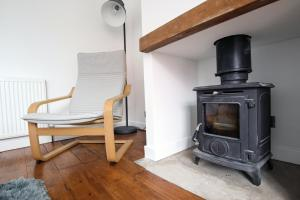 A seating area at Contemporary Home in Friendly Easton, Free Parking