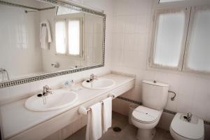 A bathroom at Hotel Juanito