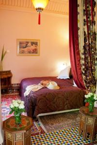 Un ou plusieurs lits dans un hébergement de l'établissement Dar Ayniwen Garden Hotel & Bird Zoo