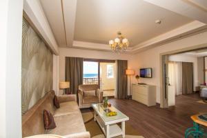 Гостиная зона в Charmillion Club Resort