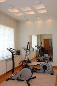 The fitness center and/or fitness facilities at Orbita Hotel