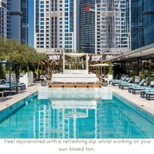 The swimming pool at or close to ME Dubai by Meliá