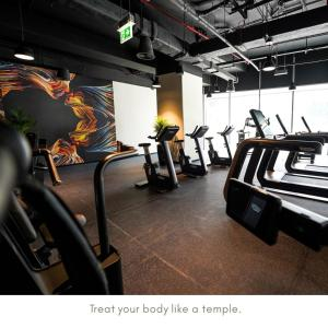 The fitness centre and/or fitness facilities at ME Dubai by Meliá
