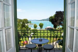 A balcony or terrace at Hotel Carinthia Velden