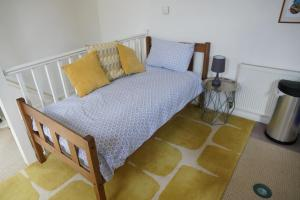 A bed or beds in a room at Alpaca Lodge