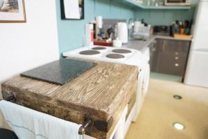 A kitchen or kitchenette at Alpaca Lodge