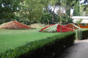 A garden outside Hotel Parco Dei Cavalieri Assisi