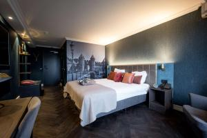 A bed or beds in a room at Best Western Plus Berghotel Amersfoort