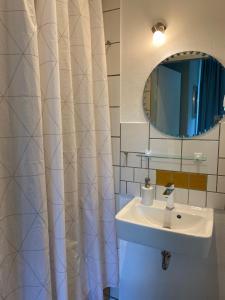 A bathroom at Zentrale Ferienwohnung mit Balkon in Aachen