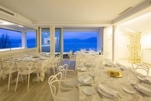 A restaurant or other place to eat at Hotel Ciudad de Vigo