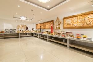 Restaurant ou autre lieu de restauration dans l'établissement Araliya Green City Hotel