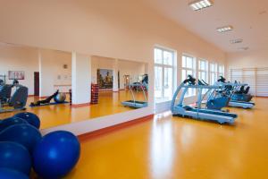 The fitness center and/or fitness facilities at Klinika Młodości Medical SPA