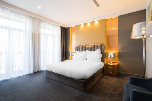 Кровать или кровати в номере Hartwell Hotel Москва Маяковская