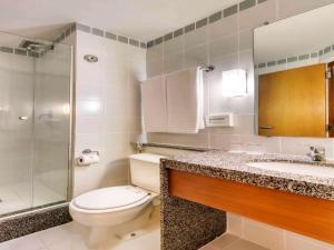 Um banheiro em Mercure Belo Horizonte Vila da Serra