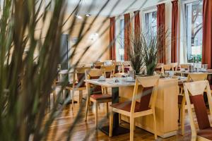 A restaurant or other place to eat at Hotel am Marschiertor