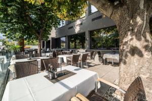 Ein Restaurant oder anderes Speiselokal in der Unterkunft Rufi's Hotel & Apartments