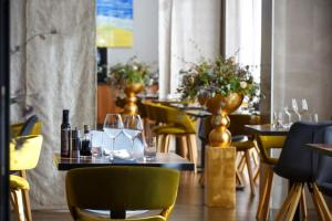 A restaurant or other place to eat at Marvie Hotel & Health