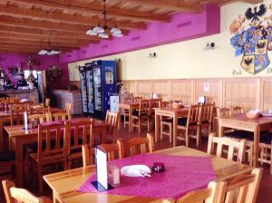 Reštaurácia alebo iné gastronomické zariadenie v ubytovaní Ubytovanie Anka Sučanská