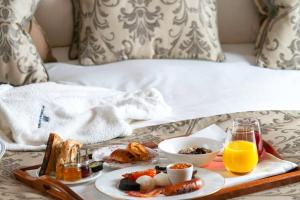 Breakfast options available to guests at Ellenborough Park