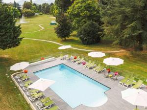 A view of the pool at ibis Styles Aix les Bains or nearby