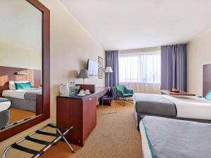 Łóżko lub łóżka w pokoju w obiekcie Mercure Warszawa Airport