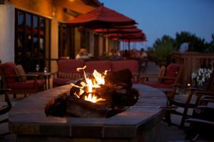 Een restaurant of ander eetgelegenheid bij Cheyenne Mountain Resort, a Dolce by Wyndham