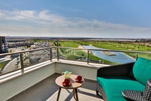 Uma varanda ou terraço em Dreamland Golf Hotel Baku