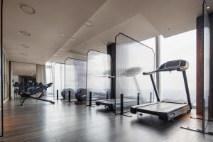 The fitness center and/or fitness facilities at Shangri-La The Shard, London