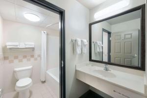 A bathroom at AmericInn by Wyndham Havre