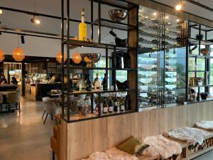 A restaurant or other place to eat at Zonneweelde, Vakantie aan Zee