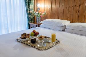 Colazione disponibile per gli ospiti di Chalet du Lys Hotel & SPA