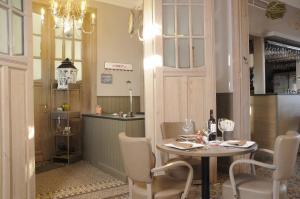 Een restaurant of ander eetgelegenheid bij Oud Gemeentehuis