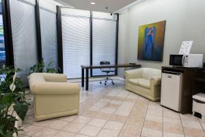 A seating area at Master Express Alberto Bins - 200 metros do Hospital Santa Casa
