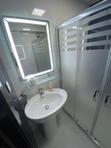 Um banheiro em Welcome Baku Apartment