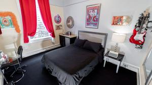 A bed or beds in a room at Music City Hotel - Home of the San Francisco Music Hall of Fame