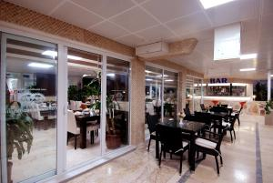 A restaurant or other place to eat at Lara Diamond Hotel