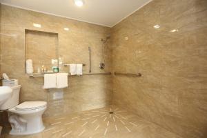 A bathroom at Deco Boutique Hotel