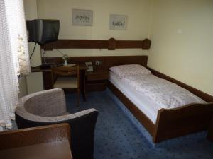 Ein Bett oder Betten in einem Zimmer der Unterkunft Gast- und Gästehaus Simon