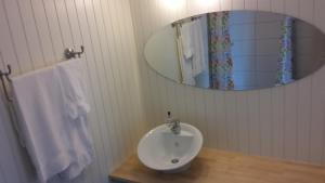 A bathroom at Renskaug Vertsgård