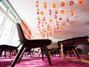 A seating area at Motel L Hammarby Sjöstad