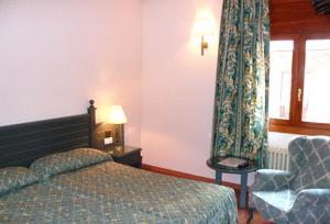 Кровать или кровати в номере Hotel Sant Jordi