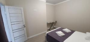 Кровать или кровати в номере Apartaments Vityzevo