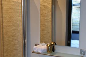 A bathroom at Puur B&B