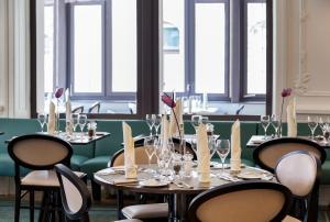 Ein Restaurant oder anderes Speiselokal in der Unterkunft Hotel Royal St Georges Interlaken MGallery Collection