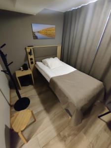 Łóżko lub łóżka w pokoju w obiekcie Hotelli Toivola