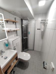 Łazienka w obiekcie Hotelli Toivola