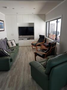 A seating area at Waterfront Location - 2 Bed Apartment in Corlette, Port Stephens - Sleeps 4