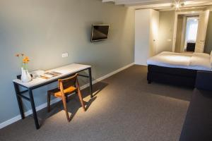 A bed or beds in a room at Apartments Prinsengracht