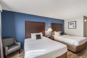 A bed or beds in a room at Red Lion Inn & Suites at Olympic National Park