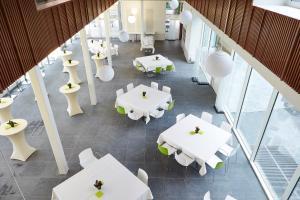 Ein Restaurant oder anderes Speiselokal in der Unterkunft Hotel Middelpunt